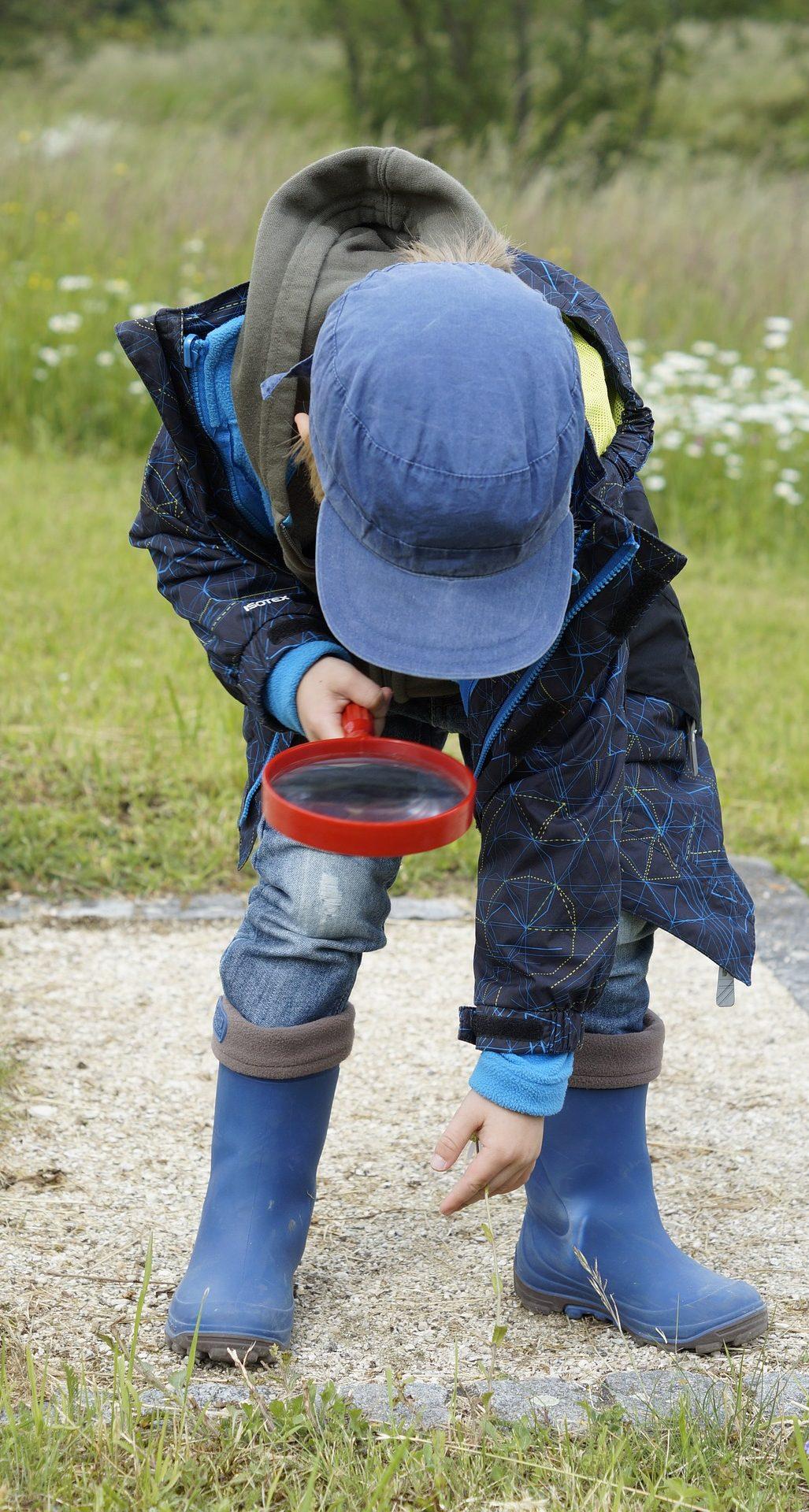 Die Natur entdecken - Kinder sind kleine Forscher und lieben es, Neues zu lernen. Doch sie brauchen dafür Menschen und Materialien, die ihre Entdeckungsreisen ermöglichen und begleiten.