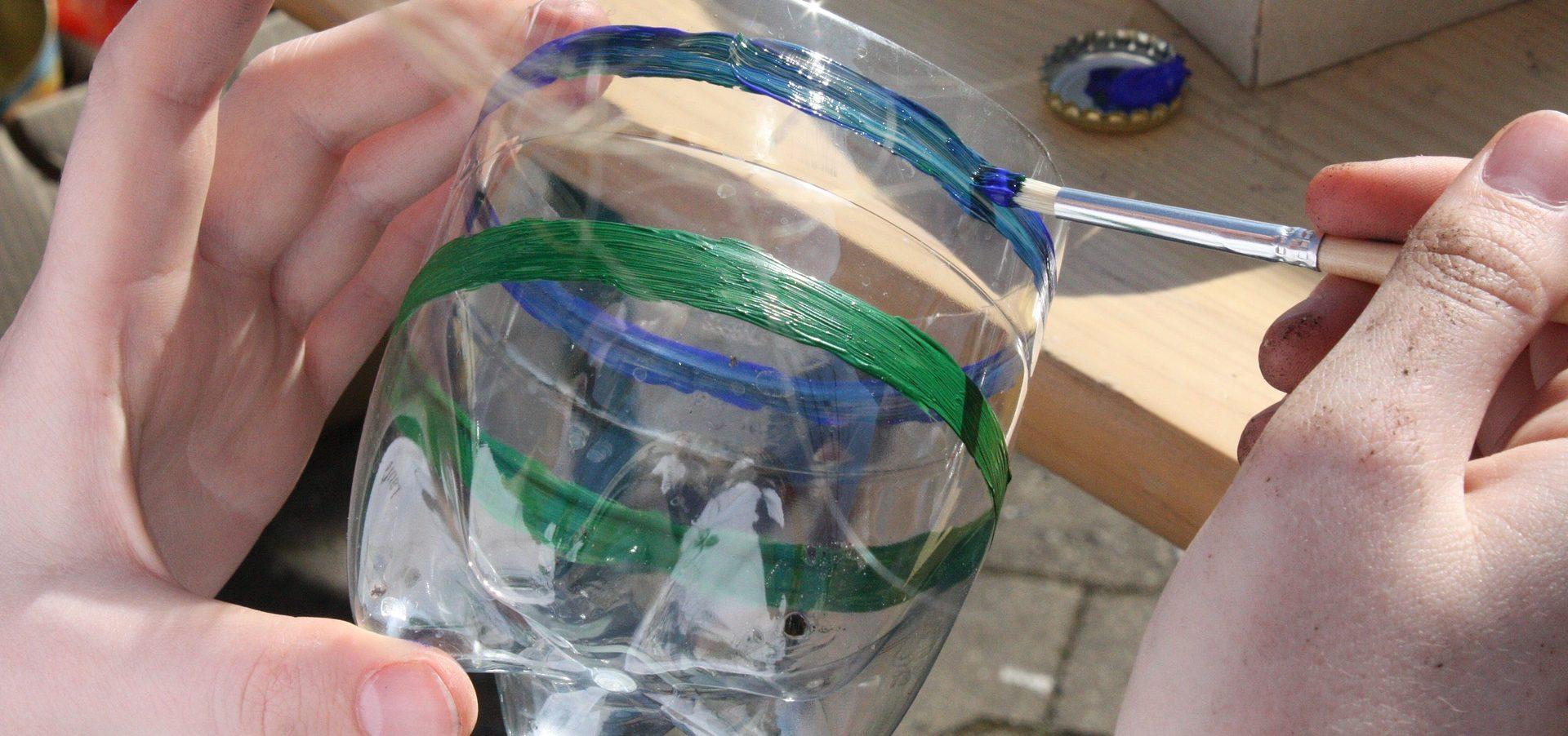 Schönes aus Müll: Upcycling-Projekte machen Kindern Spaß und schaffen gleichzeitig ein Bewusstsein für Nachhaltigkeit.