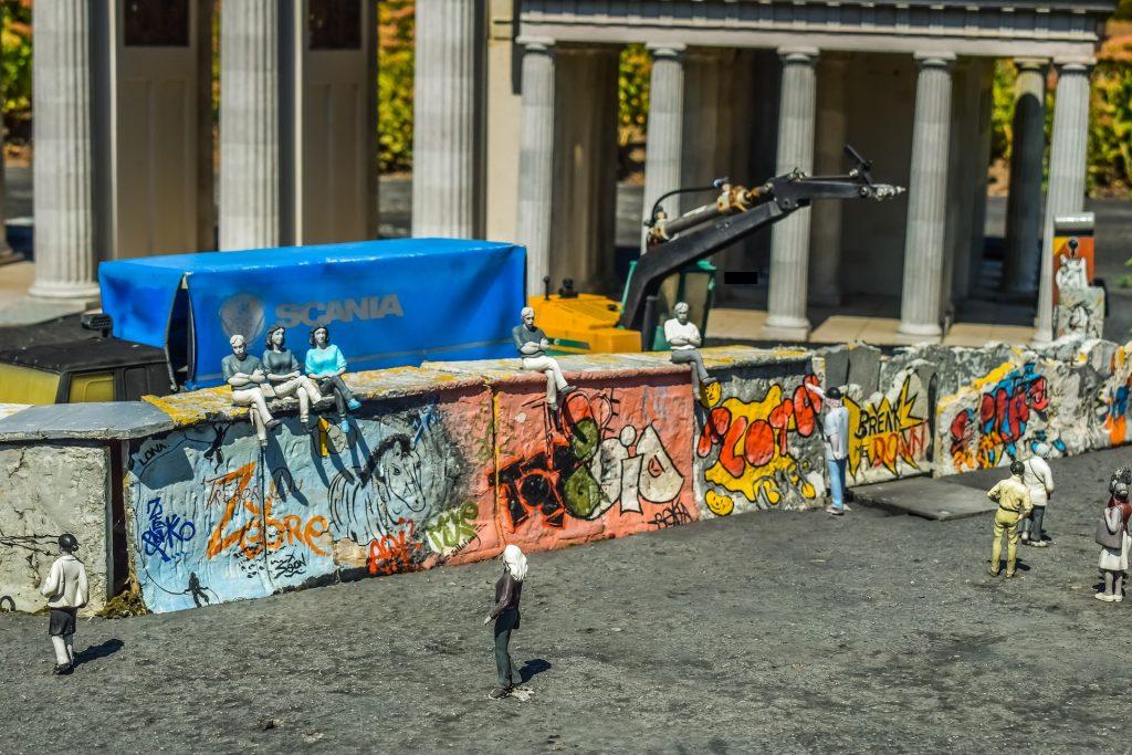 Tag der deutschen Einheit: Heute gibt es die deutsche Mauer zum Glück nur noch als Reststücke oder künsterlische Aufarbeitung
