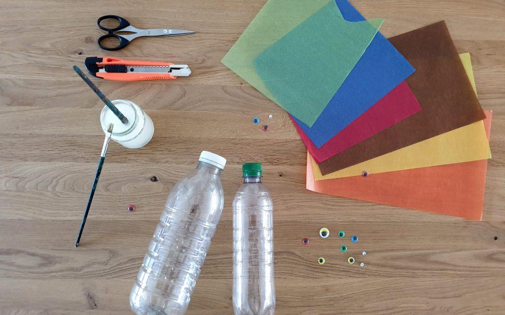 Die Zutaten für deine Sankt Martin-Laterne: Leere PET-Flaschen, Kleister, Transparentpapier.