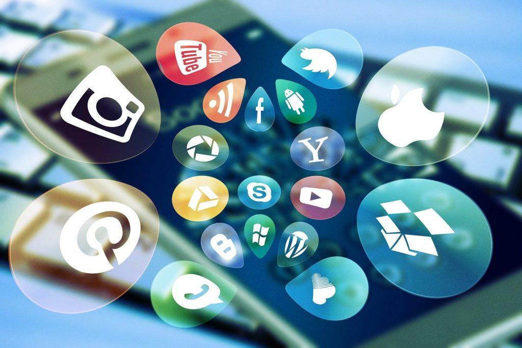 Ab in die sozialen Netzwerke: zum persönlichen und fachlichen Austausch über Unterrichten in Präsenz oder digital